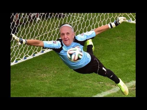 mundial-brasil-2014-memes-papa-francisco-benedicto (1)