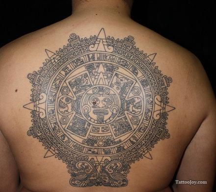 Tatuajes con símbolos peruanos